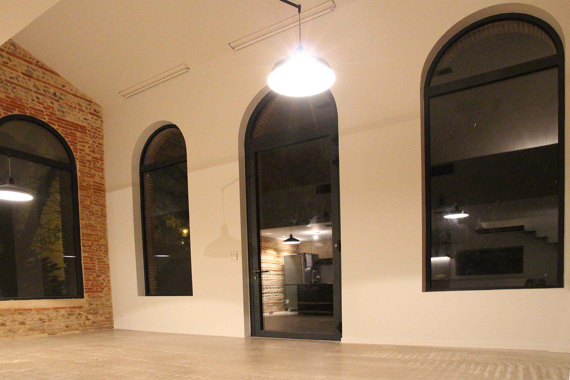 grégoire aced architecte - réhabilitation orangeraie en maison individuelle fenêtres cintrées