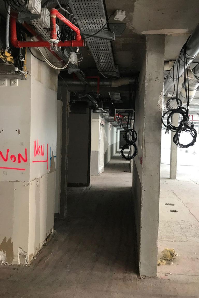 Grégoire ACED architecte théâtre de la cité avant travaux, deuxième couloir